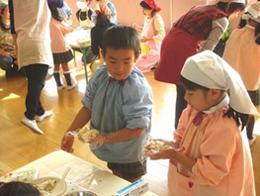 「丸美屋おむすびキッズ」(埼玉県鳩ヶ谷市 ゆりかご幼稚園にて)